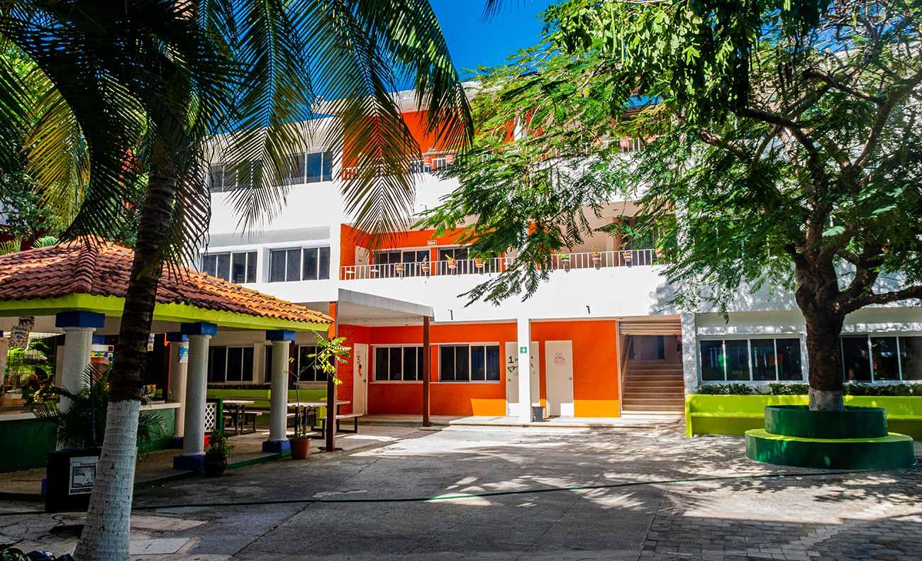 Edificio de Primaria y Cafetería